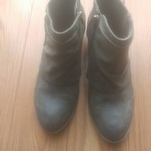 11 Jellypop Gray ankle boot